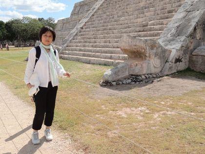 20121121 ククルカン 蛇と.jpg